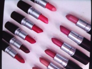 Lote liptic Mac. Todos colores rev ndedored 100 x $500 for Sale in Houston, TX