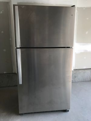 Brand new Whirlpool refrigerator for Sale in Frederick, MD