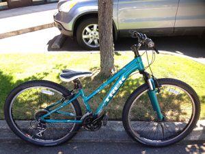 "13"" Trek Sky S girls / petite womens XS mountain bike for Sale in Edmonds, WA"