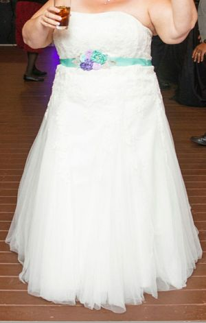 Plus size wedding dress size 20 for Sale in West McLean, VA