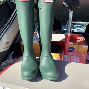 Hunter Original Tall Green Boots. Brand New In All Original Packaging!!!! Size 6! for Sale in Milpitas, CA