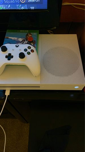 Xbox one S 1tb for Sale in Bellflower, CA