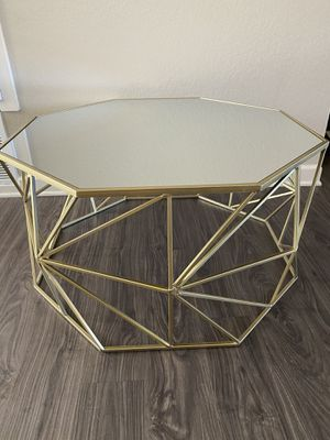 GOLD OCTAGON COFFEE TABLE WITH MIRROR TOP for Sale in Whittier, CA