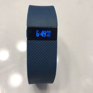 Fitbit Charge HR (Like New) for Sale in Suffolk, VA