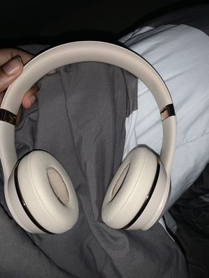 beats solo 3s 120 or trade for Sale in Cleveland, OH