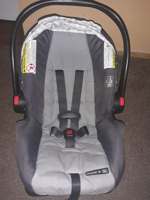 Graco Snugride car seat with base for Sale in Las Vegas, NV