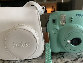 Instax mini 9 with case & 2pks of film for Sale in Pasadena,  TX