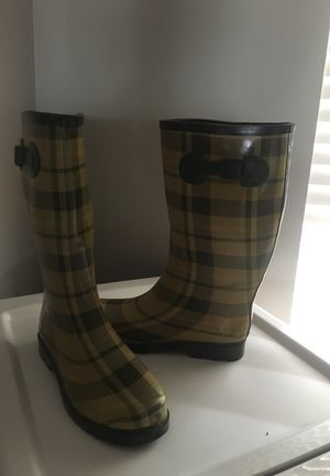 Burberry winter shoes never used wrong size for Sale in Durham, NC
