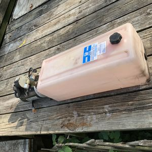 Hydraulic pump and reservoir 12volt for Sale in Woodhaven, MI