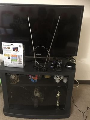 "Samsung 32"" LED Smart TV Series 5201 Full HD 1080p With TV stand for Sale in Madison, WI"
