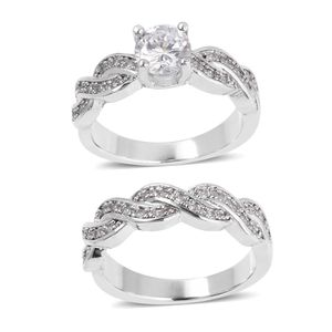 Gorgeous Engagement / Wedding band set simulated diamond ring set for Sale in San Diego, CA
