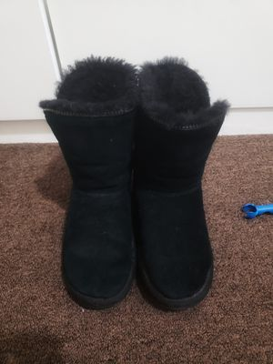 Ugg boots girl size 3 for Sale in San Francisco, CA