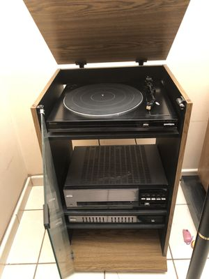 Mitsubishi Stereo Equipment with speakers for Sale in Miami, FL
