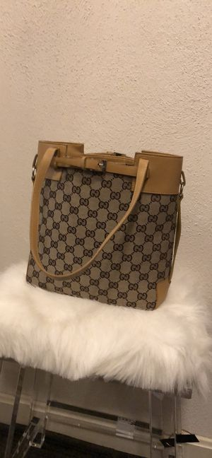Vintage Gucci handbag. Absolutely gorgeous condition. Rare. Comes with dust bag. for Sale in East Greenwich, RI