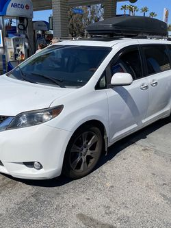 2011 ToyotaSienna Xle for Sale in Westminster,  CA