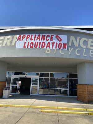 Liquidation liquidation liquidation!!!!! Brand new appliances!! New refrigerator and more!!! Act fast!!! All must sell!! Huge discounts 🥳🥳😄👍😄😃😃😀😎🏡🙊🙊😀 for Sale in Farmers Branch, TX