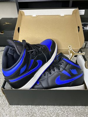 Jordan 1 Mid Black/Hyper Royal-White GS Size 7Y VNDS for Sale in Puyallup, WA