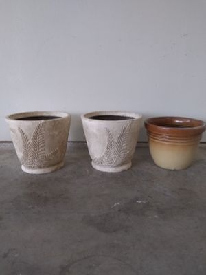"""Used 14"""" and 12"""" plastic flower pots. for Sale in Fort Worth, TX"""