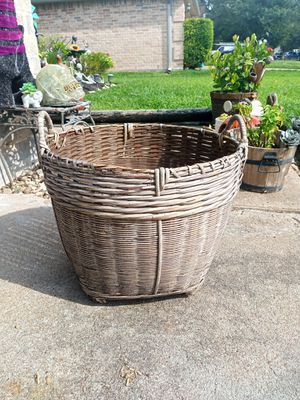 Wicker Pot with Handles for Sale in Houston, TX