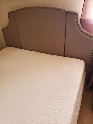Memory foam queen mattress & box spring (excellent condition) for Sale in Lancaster, PA