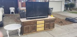 (FREE)Samsung projection tv/cabinet/small table for Sale in Woodland, CA
