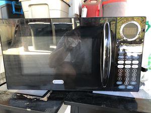 SunBeam 900 watt microwave oven for Sale in La Habra Heights, CA