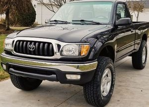 Clean and clear title in hand The interior is in immaculate condition TOYOTA TACOMA 2001 for Sale in Huber, GA