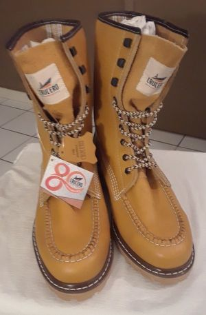 Botas/ work boots for Sale in Pompano Beach, FL