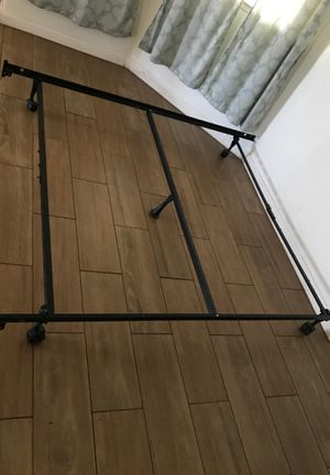Queen size metal bed frame for Sale in Selma, CA