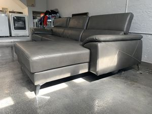 MODERN LIVING ROOM COUCH GREY COLOR for Sale in Plantation, FL