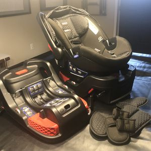 BriTax B-Safe 35 Elite Car Seat with 1 Base for Sale in Pittsburgh, PA