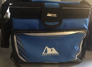 Arctic Zone mini cooler With zipper less cold lock and shoulder strap In great condition for Sale in Nahant, MA
