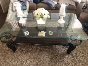Coffee table and end table for Sale in Colton, CA