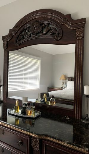 A complete king size bedroom set with the mattress. for Sale in Canton, MI