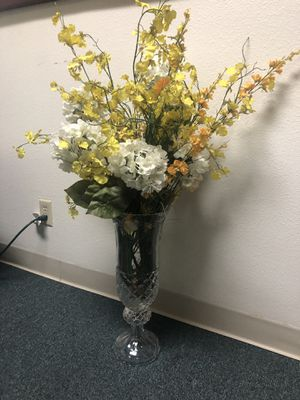 Glass vase and dry flowers for Sale in Las Vegas, NV