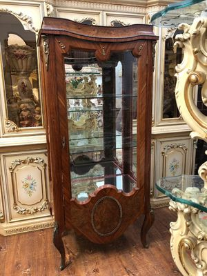 Antique curio china hutch cabinet. check my other items for Sale in Beverly Hills, CA