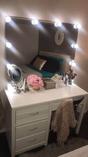 Vanity desk with mirror for Sale in Melrose Park, IL