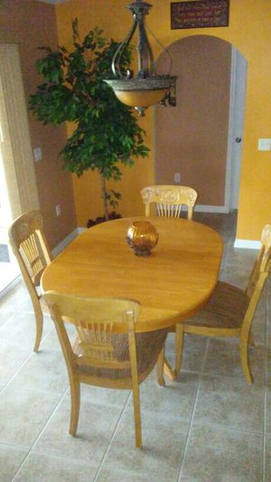 Beautiful dining table with 4 chairs for Sale in Sebring, FL