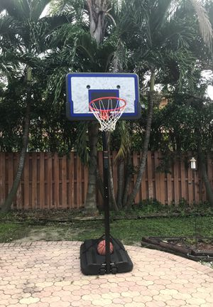 Basketball Hoop. Like New for Sale in Miami, FL