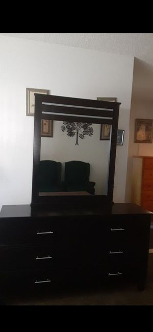 Black Dresser All Drawers Work for Sale in Colton, CA