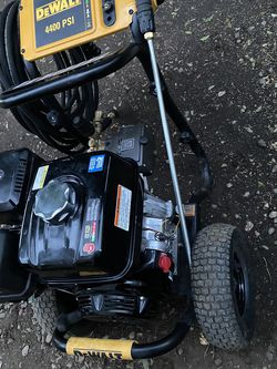 DEWALT 4400 PSI at 4.0 GPM Gas Pressure Washer Powered by Honda with AAA Triplex Pump California Compliant for Sale in Gardena,  CA
