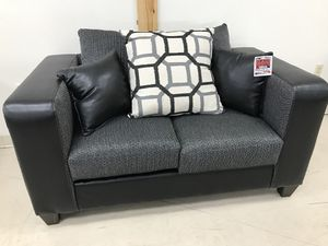 New love seat! for Sale in Lakeland, FL