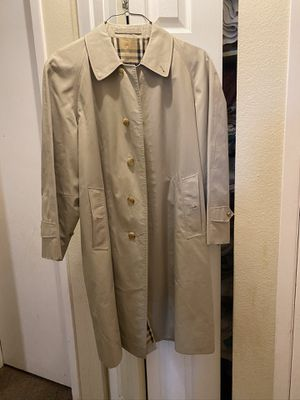 burberry trench coat man XL for Sale in Aurora, CO