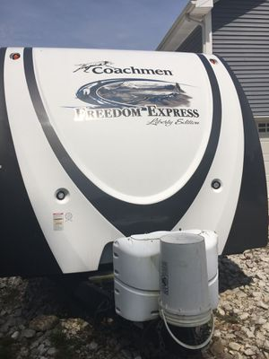 2012 coachman freedom express travel trailer for Sale in Huntington, WV