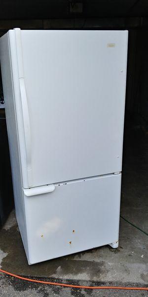 Maytag White 21.7 cu ft fridge/freezer on bottom for Sale in Lake Tapps, WA