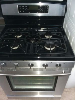 Jenn-Air duel fuel range gas and eletric for Sale in Revere, MA