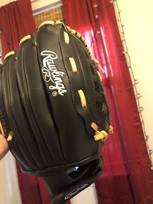 Softball glove for Sale in Fort Worth, TX