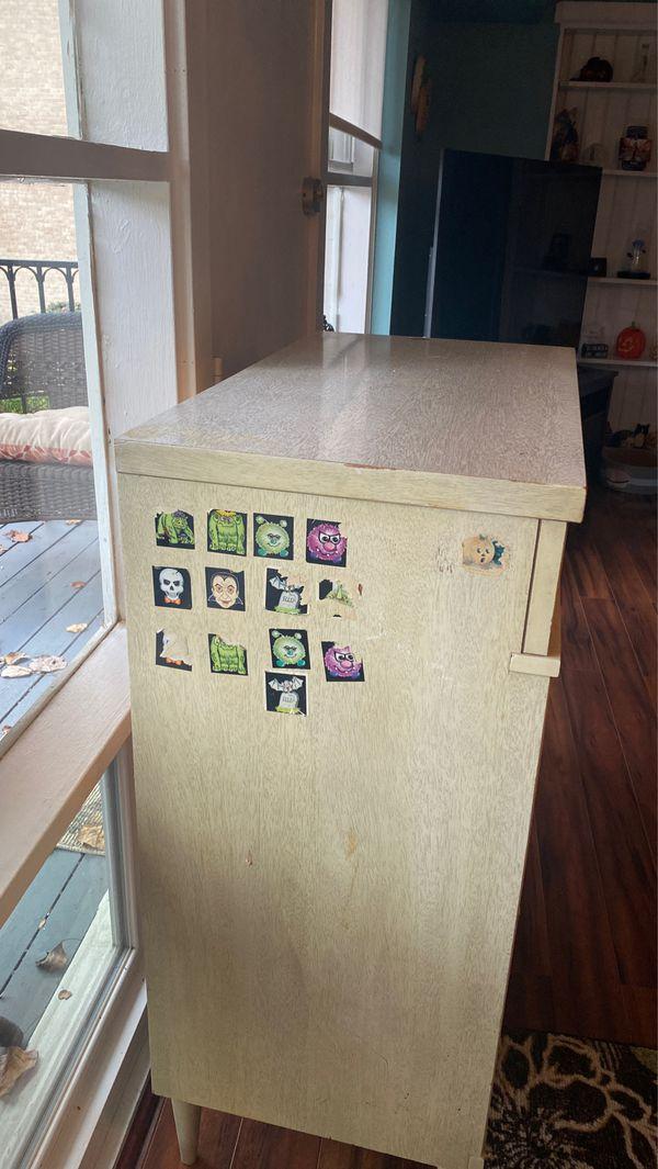Vintage - 4 drawer dresser - off white