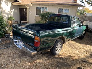 Up for sale my Toyota Tacoma pick up 2000 automatic,4cilinder tags up day se habla español for Sale in Fairfield, CA