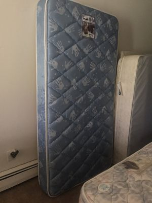 Twin Mattress and Box Spring set for Sale in Fitchburg, WI